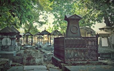 jika-kuburan-dijadikan-tuhan